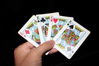 Как играть на картах футбол как играют в карты в казино